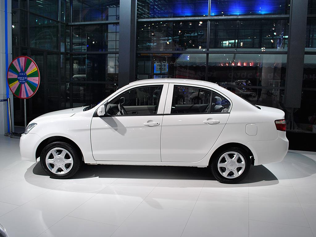 夏利n5 1.3l新车型上市 售价为5.19万元高清图片