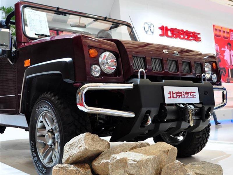 红色北京汽车b60车前仰视