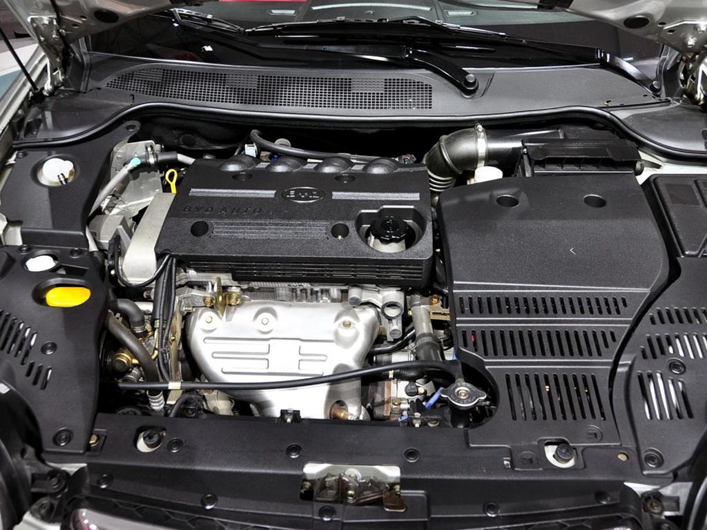 比亚迪s8比亚迪s8发动机盖打开