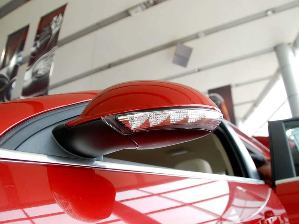 新君威09款2.0l舒适版后视镜切诺基更换机油泵图片