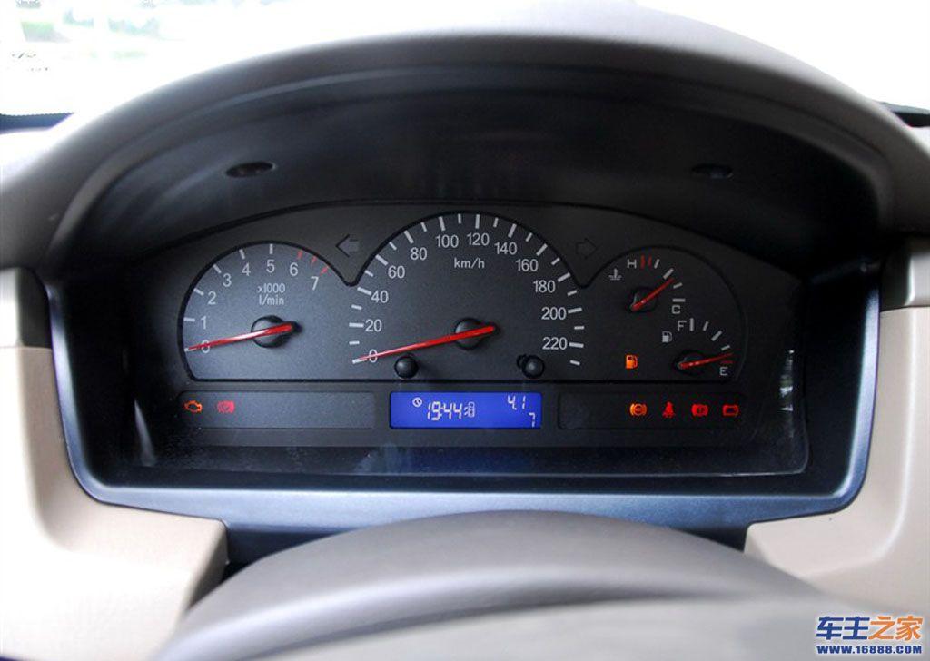 奇瑞汽车旗云1仪表盘上亮扳手灯是怎么回事高清图片