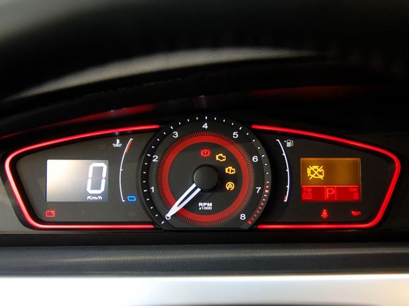 荣威550行驶中突然熄火仪表盘没电显示怎么回事