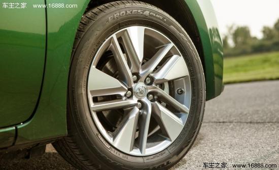 卡罗拉 eco/2014款卡罗拉LE Eco车型配备了15英寸的钢轮毂,轮胎尺寸为...