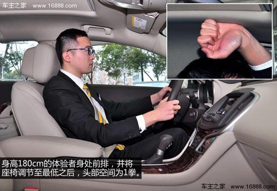 [导读]今天介绍的是全新君越的2.4L SIDI领先舒适型,尽管该车是全系中配置最低的车型,不过凭借其配备的全景天窗、中控触摸屏、自动分区空调等配置,竞争力并不逊于合资中型车销量的前三甲,接下来我们就一起来看看这款车的竞争力究竟如何。