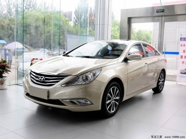 2015新款北京现代索纳塔经典在外观和内饰设计方面与现款车型保持